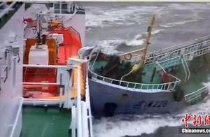 """长江口""""幽灵""""油船抗法逃逸 撞海事局公务船"""