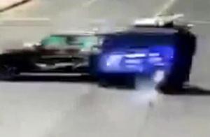 1死4伤!疑似奥迪试驾车与三轮相撞 多人被甩出车外