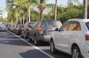 夏季露天停车,这几种物品不能放在车内!暴晒后容易导致汽车自燃