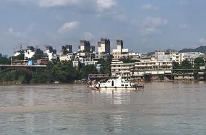 河源垮塌大桥下游150米处发现疑似失联车辆!起重机到现场待命