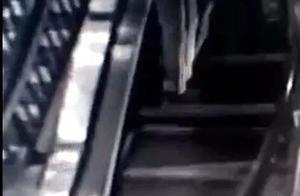 惊险!商场内,电梯异响并突然崩裂!两顾客正搭乘