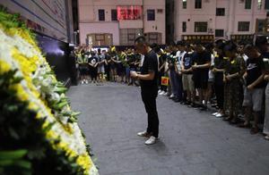 深圳被高坠窗砸伤男童离世,小区业主市民自发组织路祭表达哀思