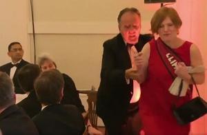 外媒:英国外交部国务大臣因推搡环保主义者被停职