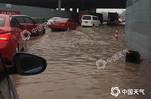 暴雨致重庆多个高速收费站管制 今天局地仍有暴雨