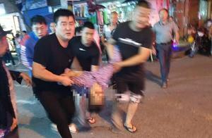 重庆云阳车祸亲历者:肇事车见人就撞,被围后司机在车里不动
