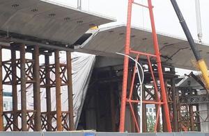 郑州一在建高架桥箱梁垮塌,官方:无人员伤亡,事故原因待查