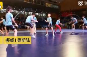 学生跳绳夺60金牌 3分钟跳1141下 中国小学生跳绳世界杯勇夺60枚金牌