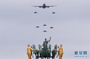 法国举行盛大国庆阅兵仪式 马克龙现场检阅部队
