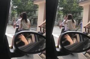 王思聪街头骑电动车被偶遇 后座载白衣美女