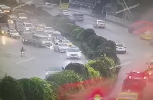 大暴雨影响 重庆主城多路段积水严重