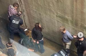 太霸道了!美国警察竟强闯委内瑞拉使馆抓人,严重侵害委国家主权