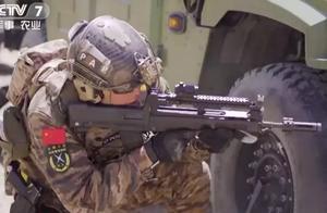 95步枪瞄镜掉落惊呆俄罗斯小哥,为啥95不用更结实的皮轨?