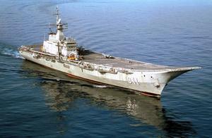 搭载垂直/短距战斗机的两栖攻击舰算不算是航母?