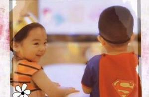 佟丽娅晒儿子为董璇女儿庆生视频,时隔1年两孩子的变化好大