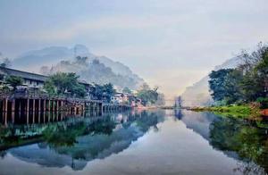四川柳江古镇:街市与山水融为一体,带你感受当地风情