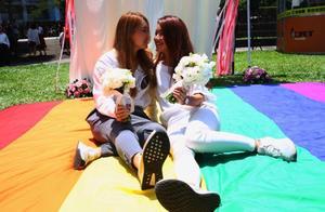 """""""湾湾""""真的""""弯弯""""了,亚洲第一对合法同性夫妇诞生"""