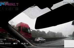 女司机在高速上违停补拍车损照 巡逻民警又惊又怒高声喝止