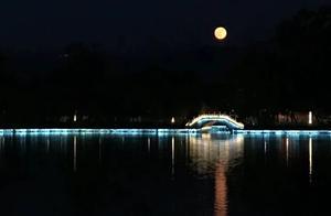 举头望明月天涯共此时
