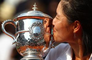李娜今日参加入选国际网球名人堂仪式,成亚洲首位