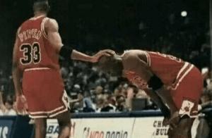 篮球之神乔丹的头都敢摸?NBA只3人做过,蝙蝠侠皮蓬,狼王加内特