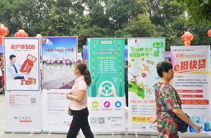 """今早,双流棠湖公园激情广场发生了一件大事,关系到大家的""""钱袋子""""……"""