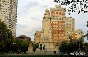 西班牙塞万提斯广场,马德里最具代表性的标志,还有很多行为艺术