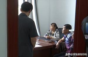 """""""老赖""""夫妇欠债30万元不还,却穿金戴银开豪车,法院:拘"""