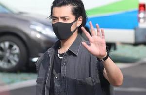 吴亦凡终于换新发型,穿两件套马甲出街潮流酷帅,大佬太会撩人