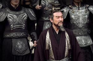 曹操为何不抢在刘备之前,把诸葛亮请来?他的5位谋士够用了