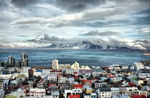 冰岛了解一下,人少福利好居民素质高,看完真的想去养老啊