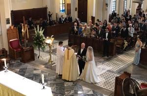 豪门望族规矩多!何猷彪举办第2次婚礼,翁静晶正式成为何家人