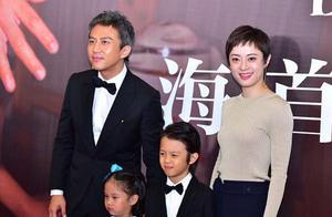 邓超孙俪携两个孩子走红毯,羡慕这样美好的家庭