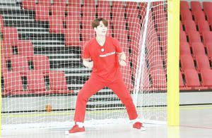 王嘉尔上《奔跑吧》:不会拳击的歌手不是好的击剑运动员!