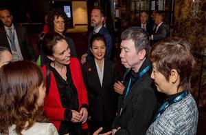 冯小刚现身新西兰拍摄新片,还获新西兰女总理接见