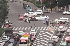 突发!广州林和中路附近发生严重交通事故,目前伤亡不明
