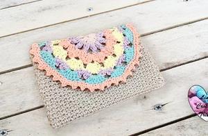 钩针编织淡雅又时尚的零钱包,简单易学,喜欢就学学吧
