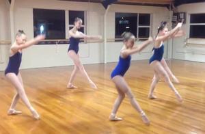 芭蕾舞学院排练,看了她们,都不好意思说自己腿长