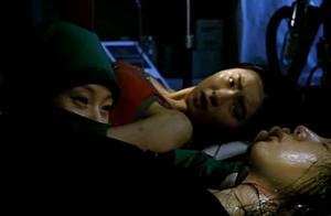 女儿因车祸被毁容,医生母亲取下别人的脸,装在了女儿的脸上