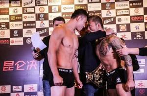 日本拳手嚣张挑衅火药十足,中国勇士铁拳对攻疯狂铁肘砸破头获胜