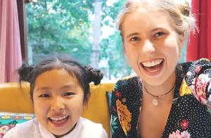 """金发美女在中国乡村拍的视频 让西方网友惊呼:""""以前上当了!"""""""