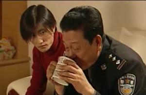 儿子怀疑局长贪污,所以才会包庇黑老大,局长却说是秉公执法
