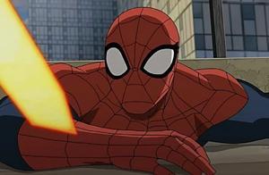 终极蜘蛛侠,任务大师控制了钢铁蜘蛛,然后从背后偷袭蜘蛛侠