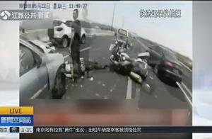车祸现场维持交通秩序,后车司机聊微信没看见,24岁辅警被撞身亡!