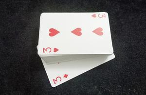 魔术师把扑克控制到底牌,手法原来是这样,现在揭秘!