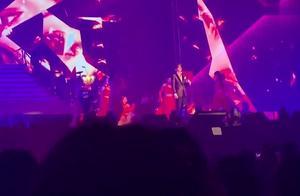 薛之谦香港演唱会《暧昧》,听懂了这首歌的人一定很伤心吧!