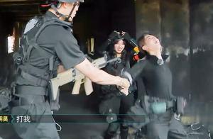 黄明昊程潇遇最强NPC,护甲头盔全被扒光,两人疯狂逃窜