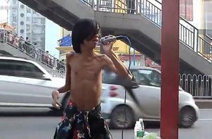 网上说的那个很火的残疾人卖唱的视频是哪个啊
