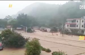 广州从化强降雨居民紧急转移 村屋水浸严重损失严重