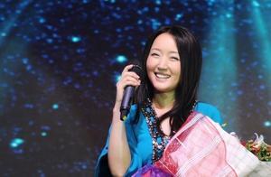 杨钰莹演唱会歌曲展播之宁波《我在春天等你》,略带婴儿肥超可爱