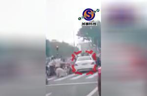 女司机又出事?闯红灯撞倒13人,追尾两汽车,直击广州车祸现场!